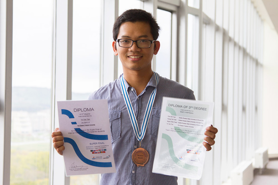 A Vietnamese Student from the Far Eastern Federal University Wins Math Olympiad
