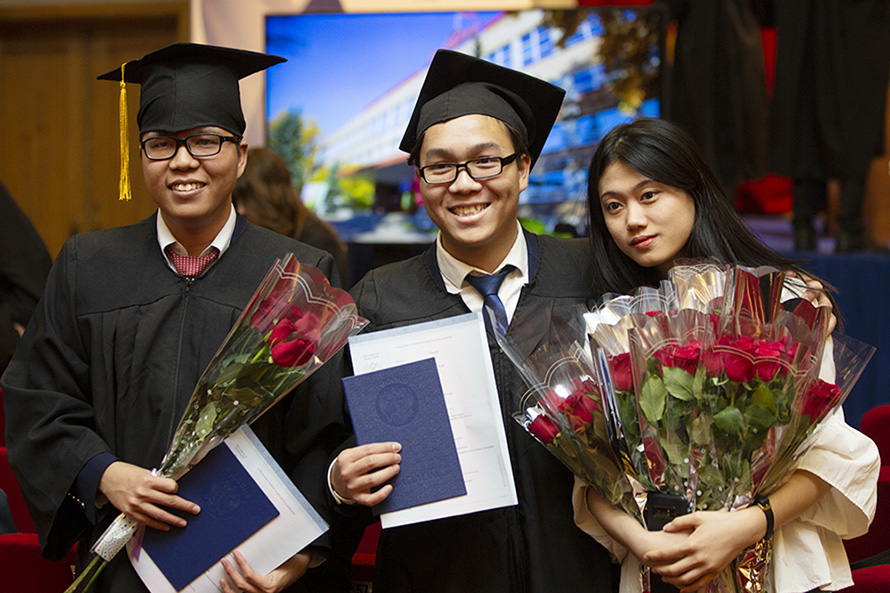 MEPhI Awards Degrees to International Students